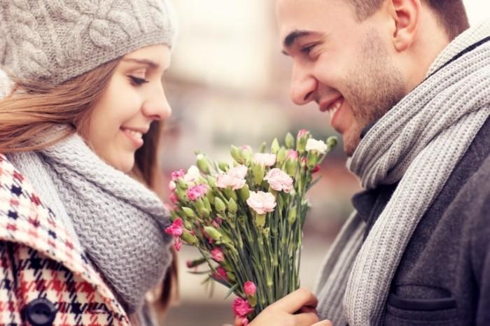 Dollarphotoclub 72223695 700x466 Пара с цветами   Couple with flowers
