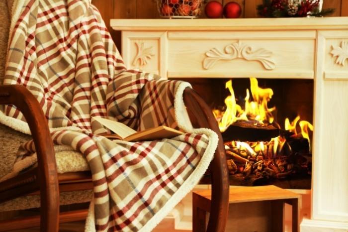 Dollarphotoclub 74511588 700x466 Плед у камина   Plaid fireplace