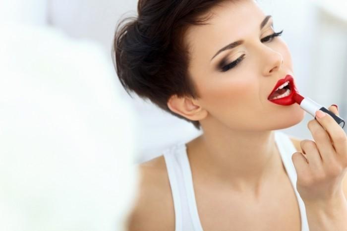 dollarphotoclub 62268803 700x466 Девушка с красной помадой   Girl with red lipstick