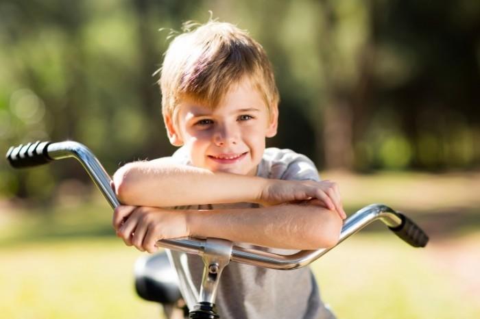 dollarphotoclub 65439422 700x466 Мальчик на велосипеде   Boy on a bicycle