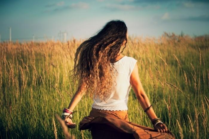 dollarphotoclub 68310533 700x466 Девушка в поле   Girl in the field