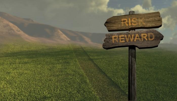 risk reward sign 700x401 Табличка риск   Risk of plaque