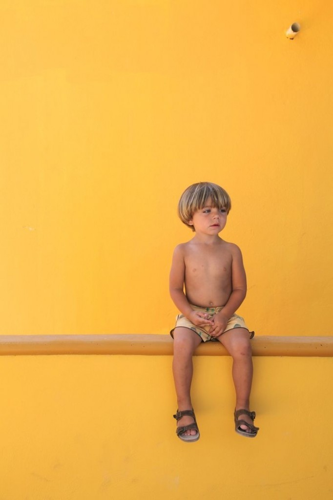 00effc89540cf7bb39df60a1c3fb04ed 682x1024 Мальчик на желтом фоне   Boy on a yellow background