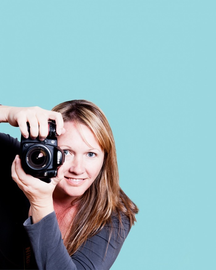 4448c7 788145cd1744bb7c6082e794bd043e4a 700x875 Женщина с фотоаппаратом   Woman with camera