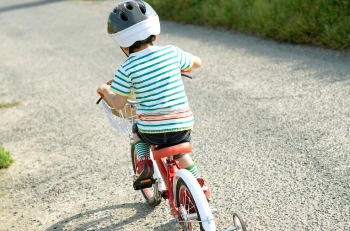 Dollarphotoclub 69460699 700x463 Мальчик на велосипеде   Boy on a bicycle