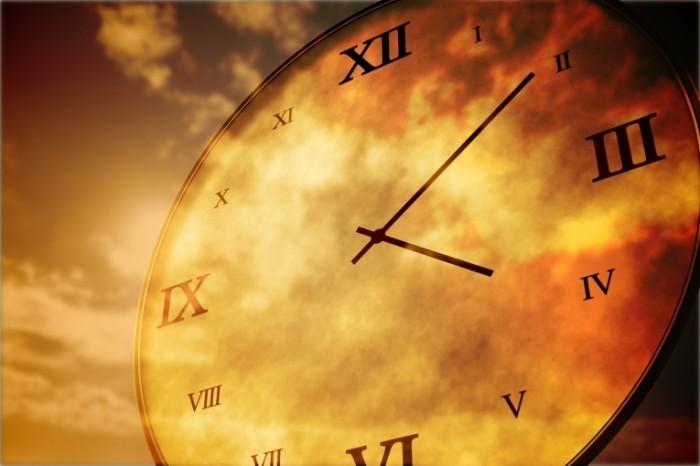 Dollarphotoclub 70380212 700x466 Часы с циферблатом   Clock with a dial