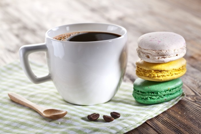 Dollarphotoclub 70882042 700x466 Кофе с макарони   Coffee with macaroon