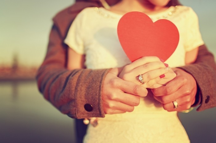 Dollarphotoclub 766142831 700x466 Пара с сердечком   Couple with heart