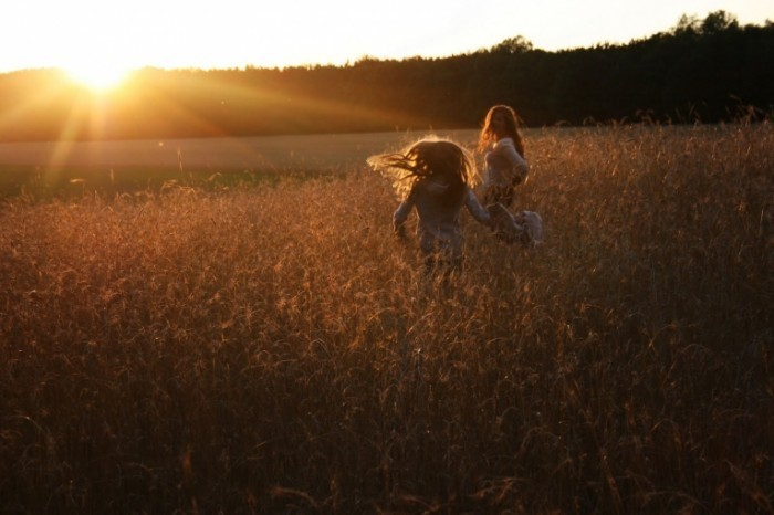 IMG 4795 700x466 Девушки в поле   Girls in the field