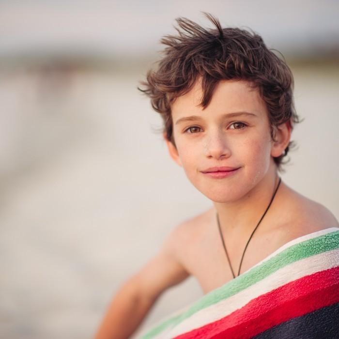 angelalumsden 2011 12 03 beach14 700x700 Мальчик с полотенцем   Boy with a towel