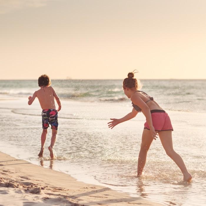 angelalumsden 2011 12 03 beach4 700x700 Дети на пляже   Children on the beach
