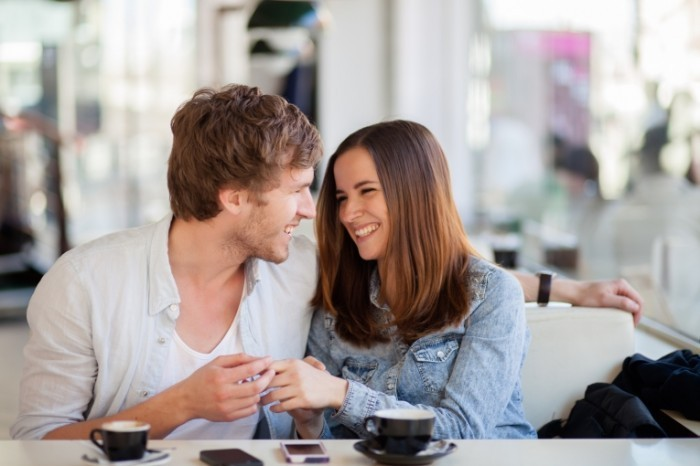 dollarphotoclub 55917643 700x466 Пара в кафе   Couple in cafe