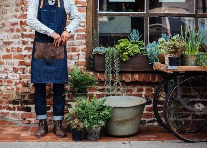 tumblr n2uz53jkvP1t0mwdqo1 1280 700x502 Садовник с инвентарем   Gardener with inventory