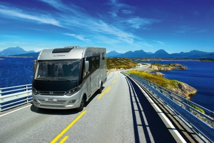 2113 SONIC SUPREME I 701 SC exterior shutterstock 66869452 700x468 Фургон на дороге   Van on the road