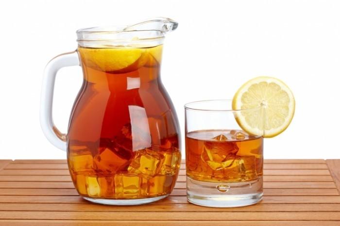 806f1805 shutterstock 30572761.xxxlarge 2x 700x466 Чай с лимоном   Tea with lemon