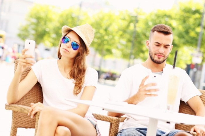 ab0936c6 shutterstock 211714834 1  700x466 Пара с телефонами   Couple with phones