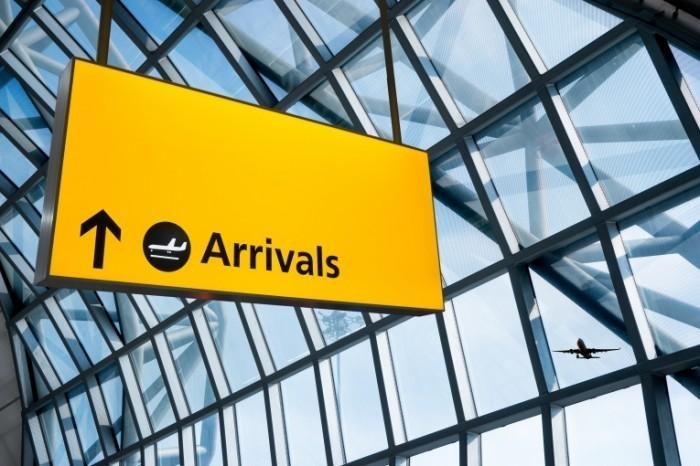 arrivals 700x466 Табличка прибытие   Plate arrival