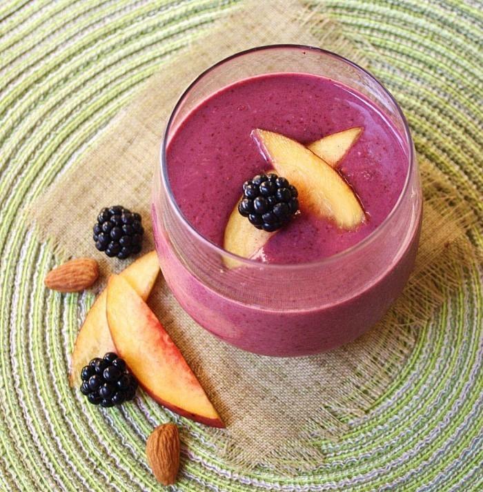 blackberry smoothie blog 4 700x713 Смородиновый смузи   Currant smoothie
