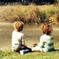 Дети у озера - Children at the lake