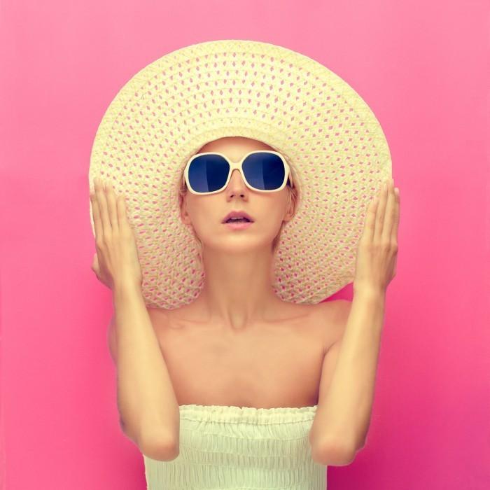 shutterstock 128587721 700x700 Стильная девушка в шляпе   Stylish woman in a hat