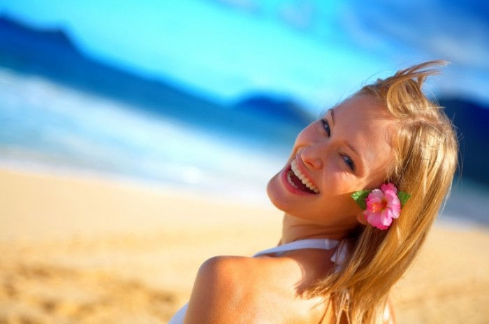 shutterstock 2404010 700x464 Девушка на отдыхе   Girl on vacation