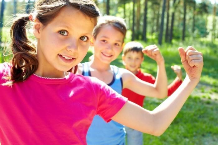 shutterstock 81178216 700x466 Дети в ряд   Children in a row