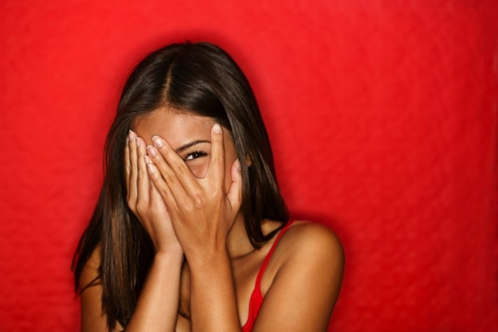 shutterstock 86734816 700x466 Девушка на красном фоне   Girl on a red background