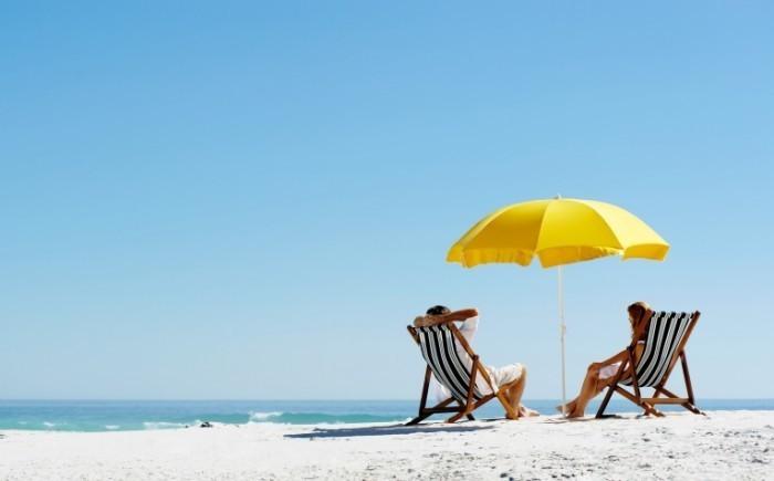 shutterstock 97745612 700x435 Лежаки на пляже   Sun beds on the beach