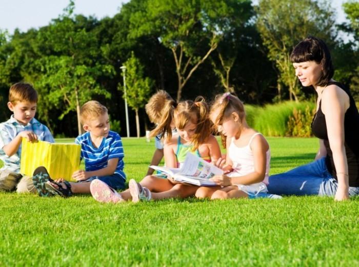 1405009917992 700x521 Учительница и дети   Teacher and children