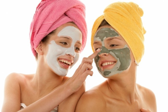 Fotolia 15011778 Subscription Monthly XXL 700x466 Девушки с масками на лицах   Girls with masks on their faces