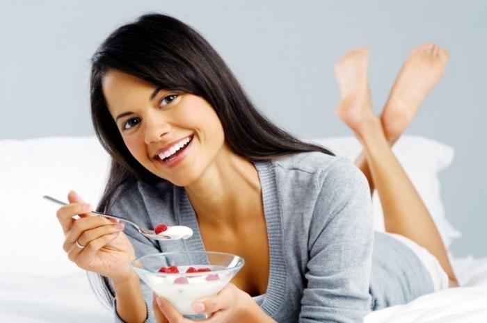 Fotolia 42617337 Subscription Monthly XL 700x465 Девушка с десертом   Girl with dessert