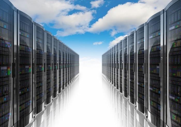 Fotolia 43632244 L 700x489 Серверы в ряд   Servers in a row
