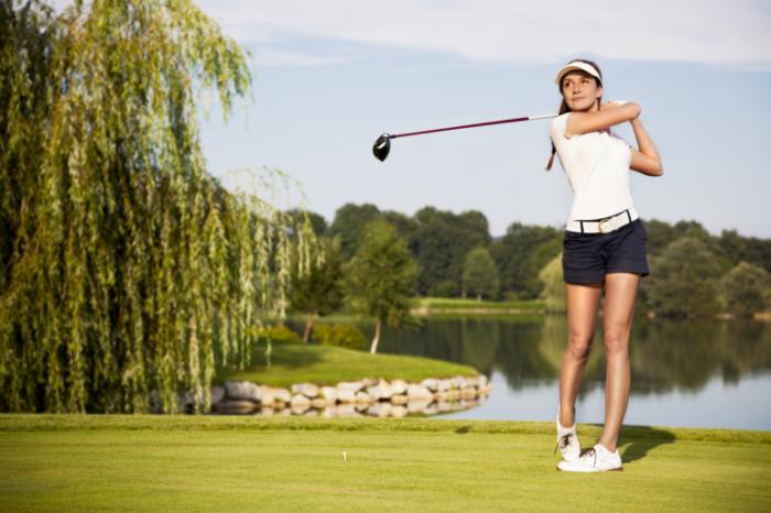 Fotolia 44636382 Mlichtmeisterfotolia.comweb 700x466 Девушка с клюшкой для гольфа   Girl with a golf club