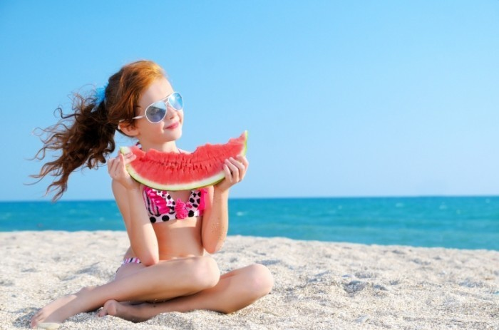 Fotolia 54758773 Subscription Monthly M 700x463 Девочка с арбузом   Girl with watermelon