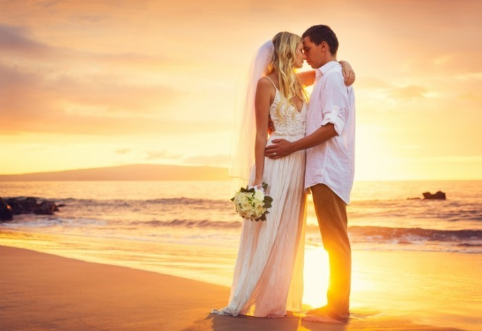 Fotolia 59375864 Subscription Monthly M 700x480 Пара на побережье   Couple on the coast