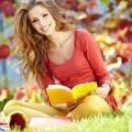 Красивая девушка с книгой - Beautiful girl with a book