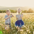 Дети с мыльными пузырями - Children with soap bubbles