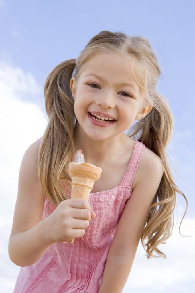 fotolia 8652011 m 681x1024 Девочка с мороженым   Girl with ice cream