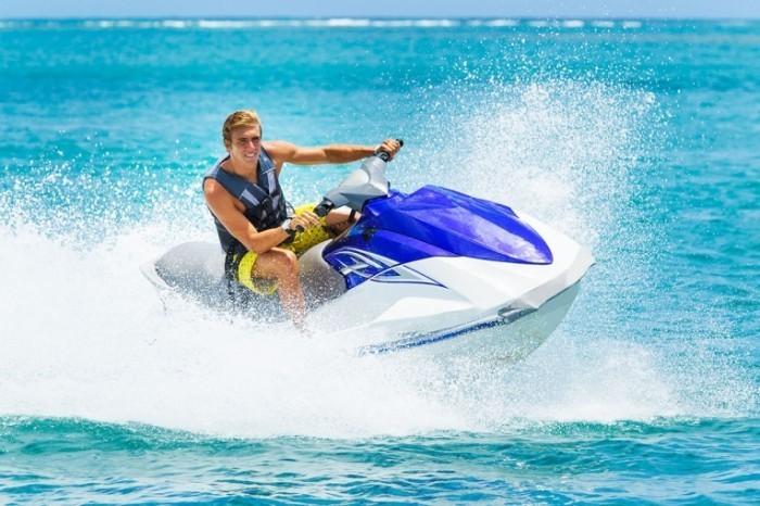 jet ski shutterstock 158192810 700x466 Парень на водном мотоцикле   Man on jet ski