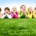 Дети на траве - Children on grass