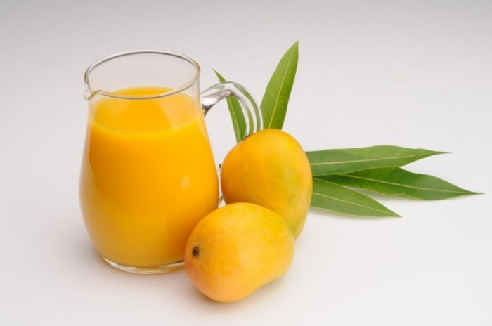 shutterstock 135441275 700x464 Манго и сок   Mango and juice
