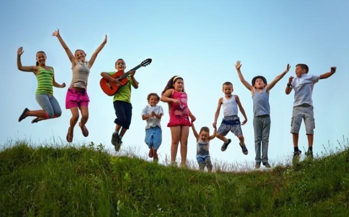 shutterstock 145708730 700x436 Дети на природе   Children Outdoors