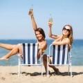 Девушки на пляже - Girls at the beach