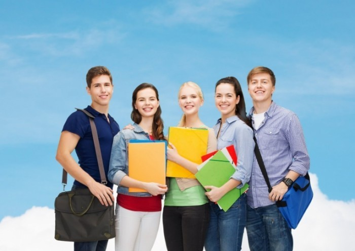 shutterstock 234855133 700x496 Молодежь с тетрадями   Young people with notebooks