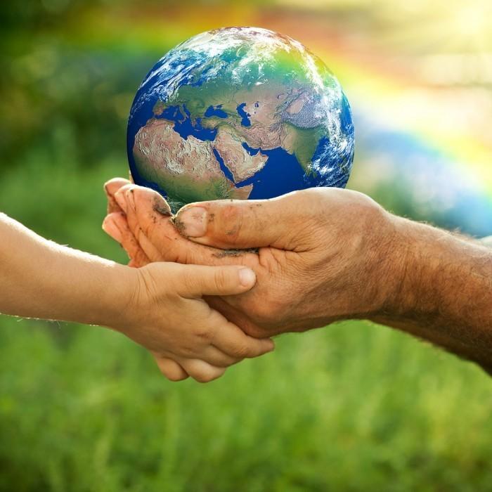 shutterstock 96211094 700x700 Земной шар в руке   Globe in hand