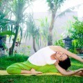 Девушка занимается йогой - Girl is engaged in yoga