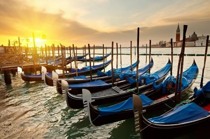 Fotolia 26989951 Subscription XXL 700x466 Лодки на причале   Boats on the dock