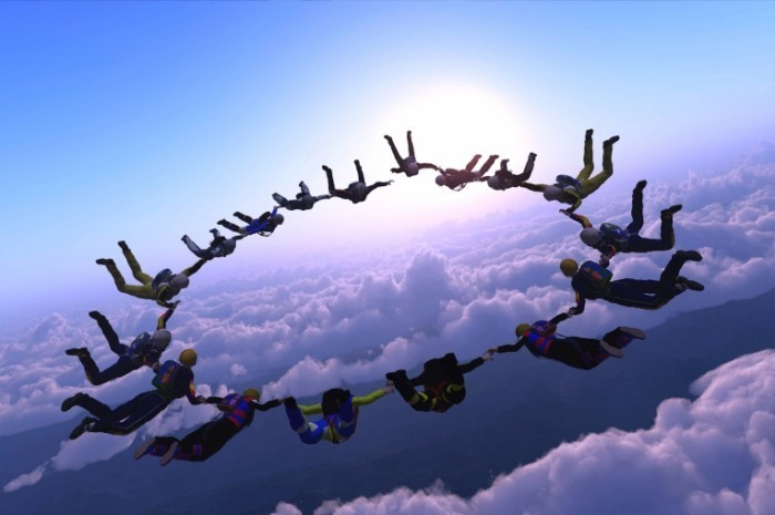 Fotolia 38232644 M 700x465 Люди в небе   People in the sky