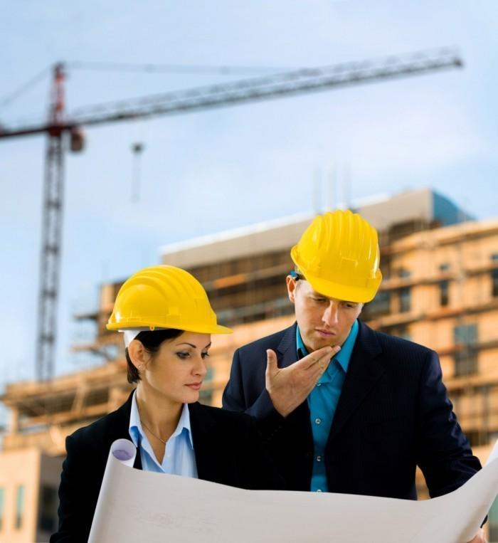 Fotolia 8 700x763 Архитекторы в строительных касках   Architects in construction helmets