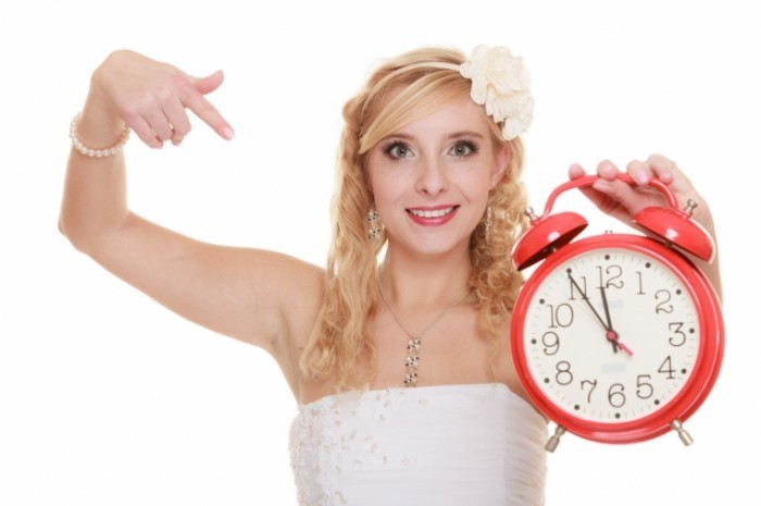 Fotolia 82134237 Subscription Monthly M 700x465 Девушка с будильником   Girl with alarm clock
